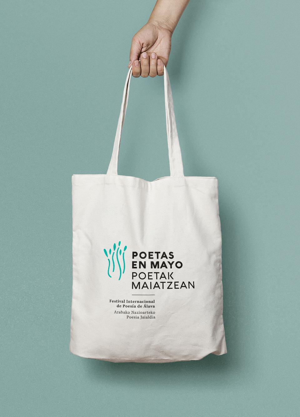 Diseño de logotipo de Poetas en Mayo en bolsa de tela