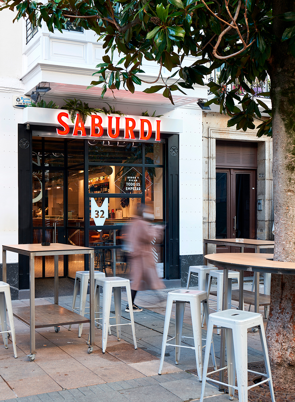 saburdi-diseño-vinilos-fachada